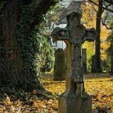 ходить на кладбище